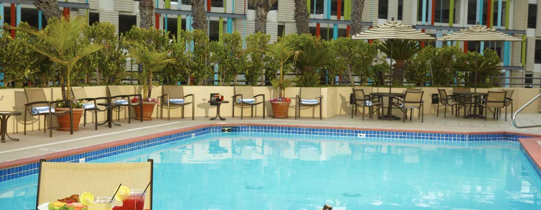 DoubleTree Suites by Hilton Hotel Santa Monica, Kalifornien, USA– Außenpool des Hotels