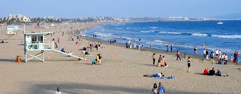 DoubleTree Suites by Hilton Hotel Santa Monica, Kalifornien, USA– Blick auf den Strand