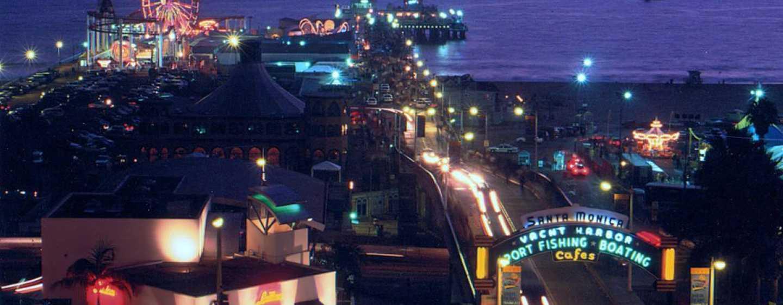 DoubleTree Suites by Hilton Hotel Santa Monica, Kalifornien, USA– Pier am Abend