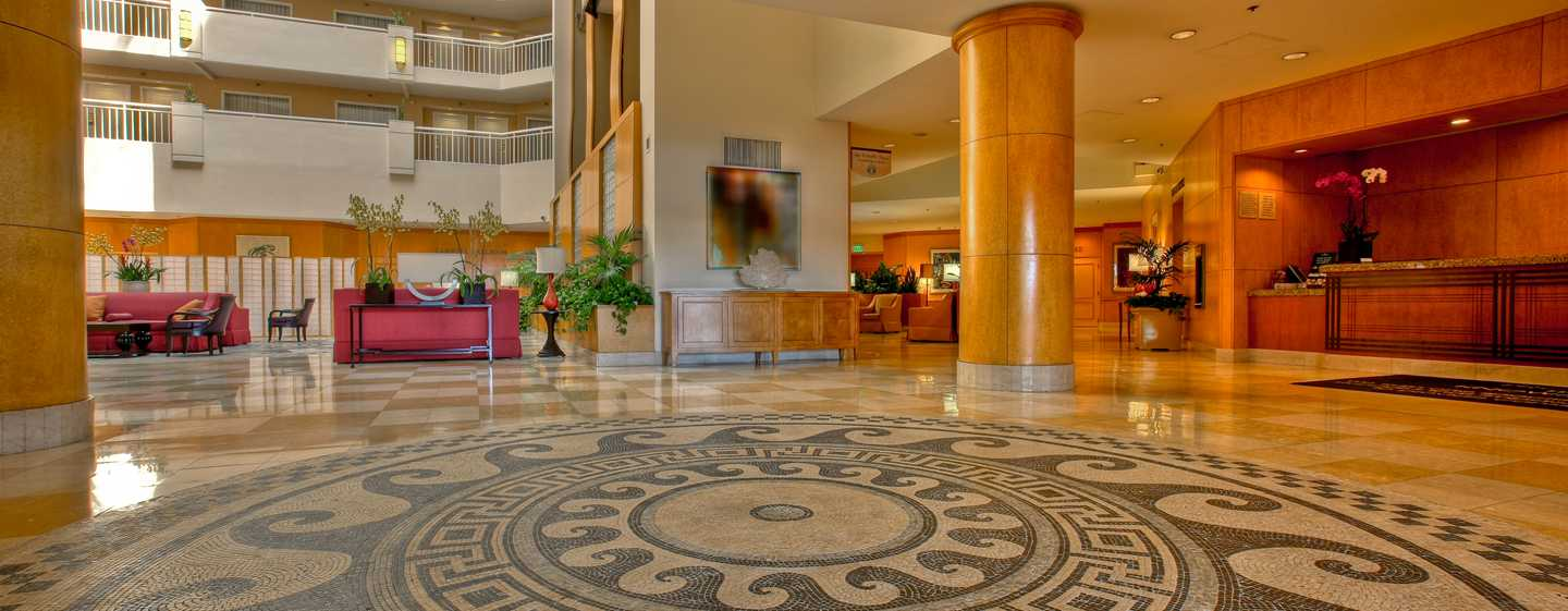 DoubleTree Suites by Hilton Hotel Santa Monica, Kalifornien, USA – Lobby