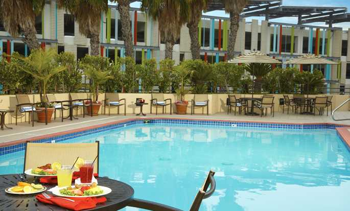 DoubleTree Suites by Hilton Hotel Santa Monica, Kalifornien, USA – Pool