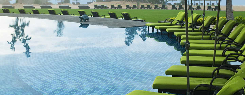 DoubleTree Resort by Hilton Hotel Sanya Haitang Bay, China– Swimmingpool am Strand