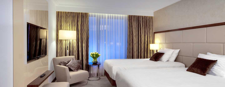 Das großzügige Zimmer bietet den Gästen viel Komfort