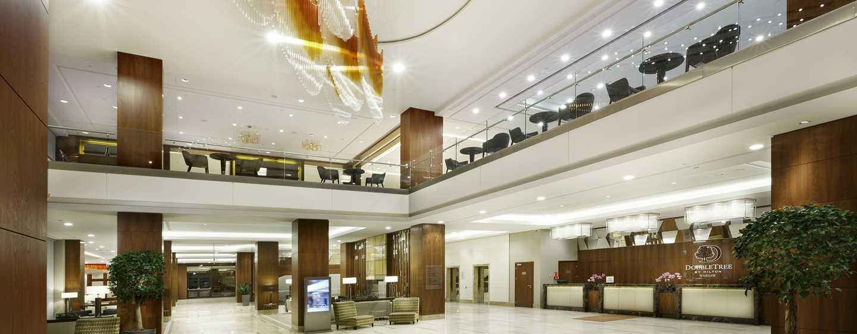 Im eleganten Eingangsbereich des Hotels werden Sie herzlich begrüßt