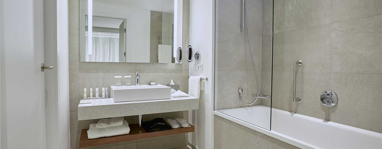 DoubleTree by Hilton Wroclaw, Polen – Badezimmer