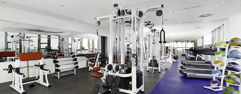 Einem Workout im großen Fitnessraum steht nichts im Weg