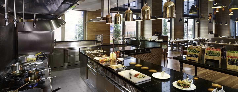 Das Restaurant bietet den Gästen eine offene Küche