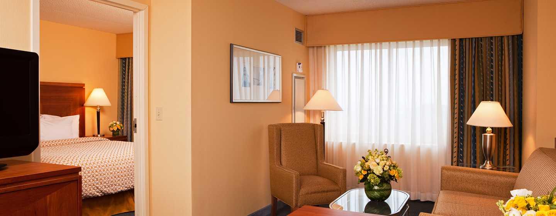 Embassy Suites Boston – at Logan Airport Hotel, Massachusetts, USA– Wohnzimmer