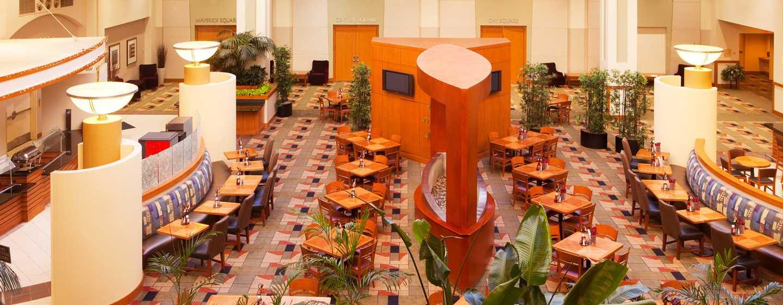 Embassy Suites Boston – at Logan Airport Hotel, Massachusetts, USA– Lobby mit Atrium