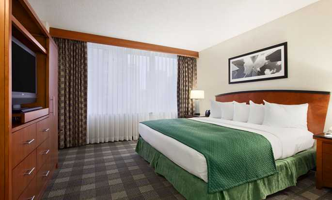 Embassy Suites Chicago Downtown Magnificent Mile Hotel, Illinois, USA – NICHTRAUCHERZIMMER MIT EINEM KING-SIZE-BETT