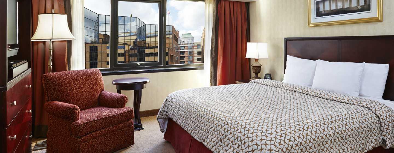 Embassy Suites by Hilton Washington DC Georgetown Hotel, USA– Zimmer mit King-Size-Bett