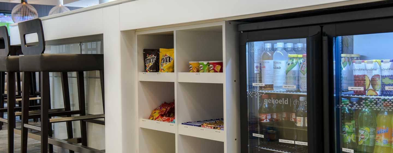 An der Rezeption werden den Gästen auch kleine Snacks angeboten