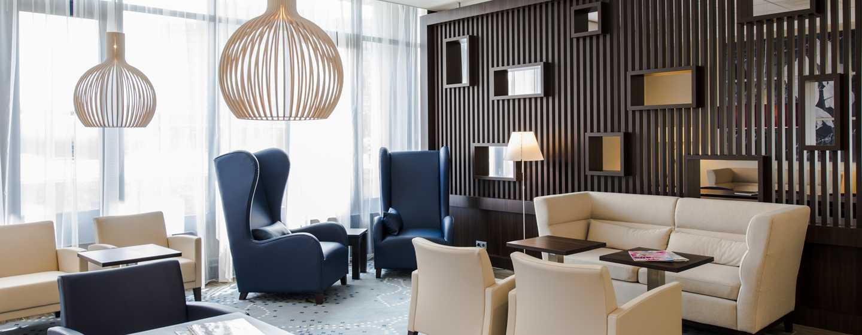 Entspannen Sie sich auf den gemühtlichen Sofas in der Lobby