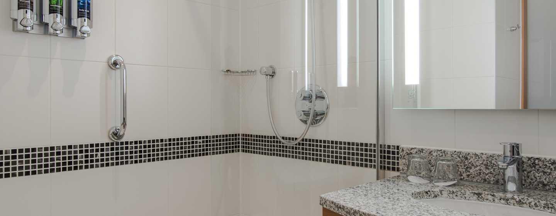 Erfrischen Sie sich im schönen Badezimmer des Hotels