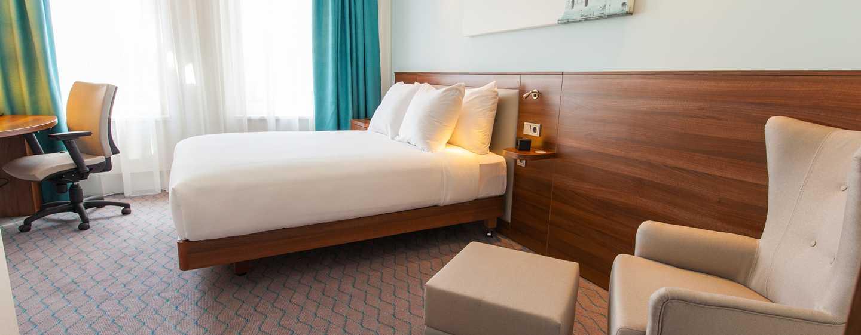 Hampton by Hilton Amsterdam Centre East Hotel, Niederlande– Zimmer mit Queen-Size-Bett