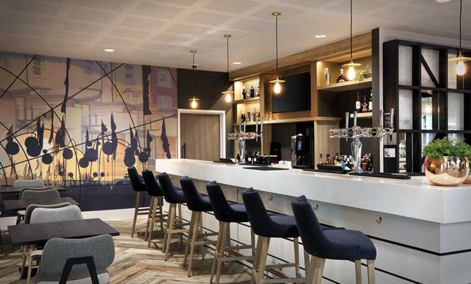 Hampton by Hilton Berlin City East Side Gallery Hotel, Deutschland – Bar