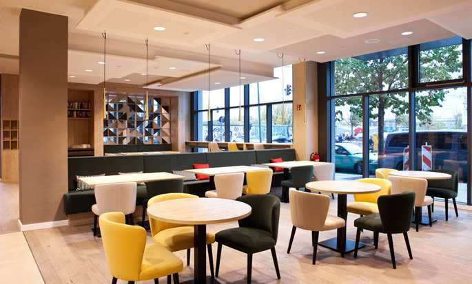 Hampton by Hilton Berlin City East Side Gallery Hotel, Deutschland –  BreakfastArea