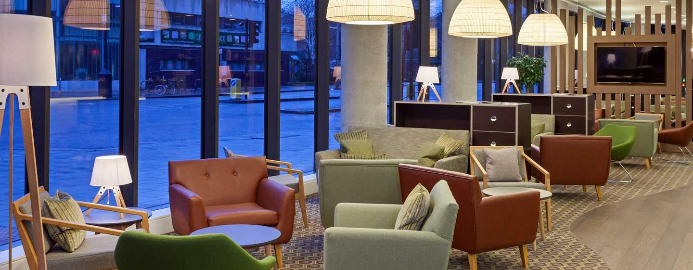 Hampton by Hilton Frankfurt Airport, Deutschland – Sitzgelegenheit in der Lobby