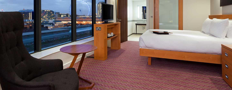 Hampton by Hilton London Waterloo Hotel, Großbritannien – Barrierefreies Zimmer mit Queen-Size-Bett, Roll-In Dusche und Ausblick