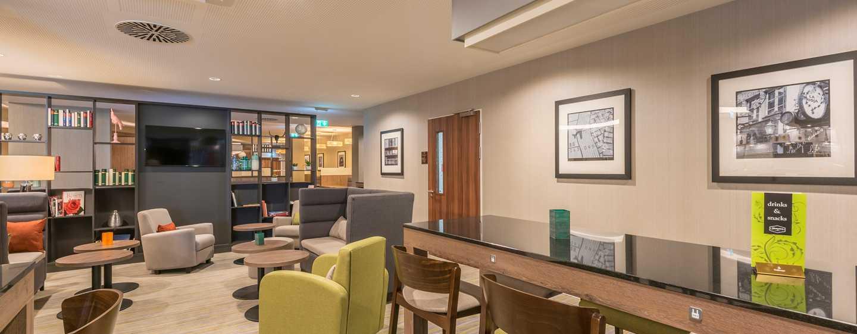 Hampton by Hilton Munich City West Hotel, Deutschland– Lobby-Sitzbereich mit TV