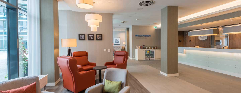 Hampton by Hilton Munich City West Hotel, Deutschland– Hotelempfang und Lobby-Sitzbereich