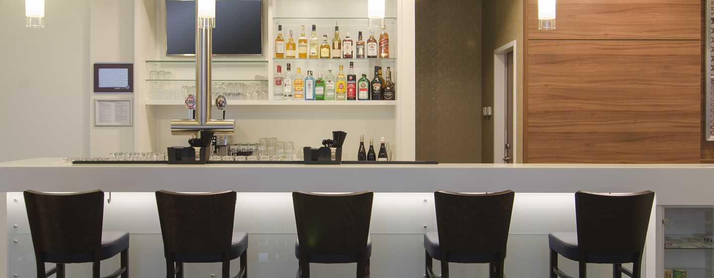 Genießen Sie einen Drink an der Lobby-Bar