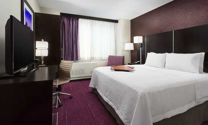 Hampton Inn Manhattan/Times Square Central Hotel, New York, USA – Standard Zimmer mit King-Size-Bett