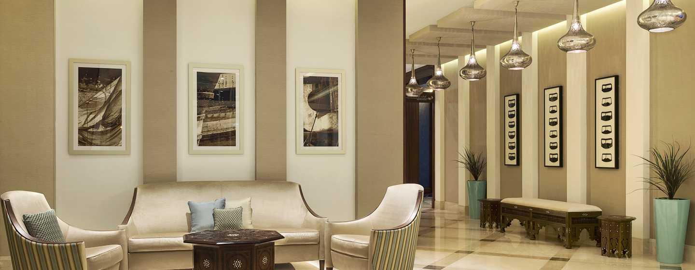 Hilton Garden Inn Dubai Al Mina Hotel, VAE– Sitzbereich der Lobby