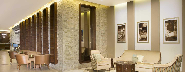 Hilton Garden Inn Dubai Al Mina Hotel, VAE– Sitzgelegenheiten in der Lobby