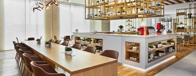 Hilton Garden Inn Mall of the Emirates Hotel, VAE – The Garden Café