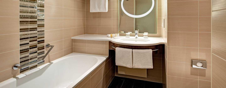 Hilton Garden Frankfurt Airport Hotel, Deutschland– Zimmer– Badezimmer