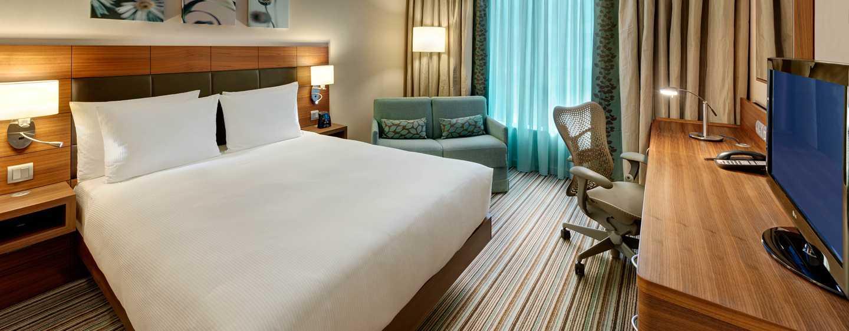 Hilton Garden Frankfurt Airport Hotel, Deutschland– Zimmer mit Queensize-Bett