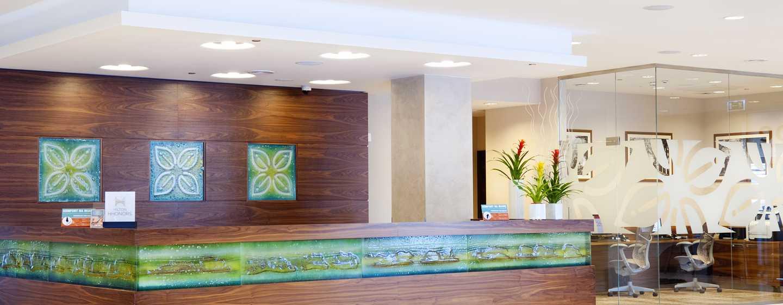Im Eingangsbereich des Hotels werden Sie von den qualifizierten Mitarbeitern herzlich begrüßt