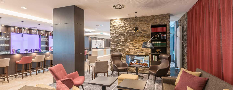 Hilton Garden Inn Munich City West Hotel, Deutschland– Sitzbereich und Bar in der Lobby