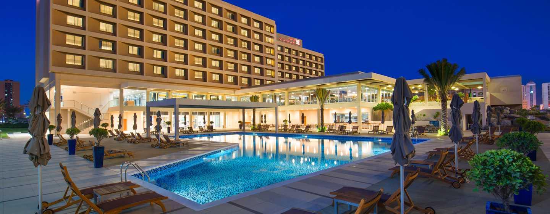 Hilton Garden Inn Ras Al Khaimah, VAE– Hilton Garden Inn Ras AlKhaimah bei Nacht