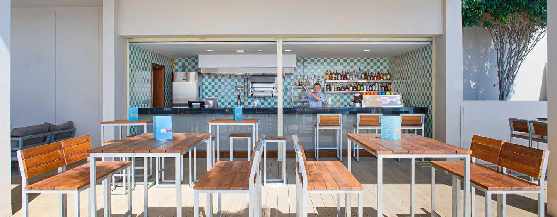 Hilton Garden Inn Ras Al Khaimah, VAE– Poolbar