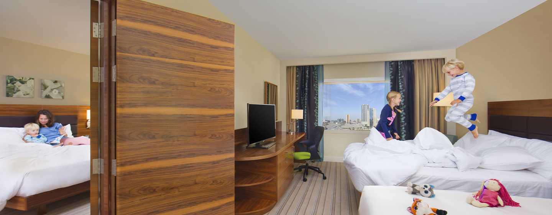Hilton Garden Inn Ras Al Khaimah Hotel, VAE– Familienzimmer mit zwei Queensize-Betten