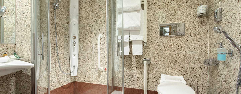 Hotel Hilton Garden Inn Rome Claridge, Italien– Barrierefreies Badezimmer