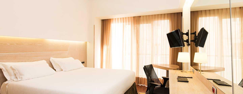 Hotel Hilton Garden Inn Rome Claridge, Italien– Zimmer mit Kingsize-Bett