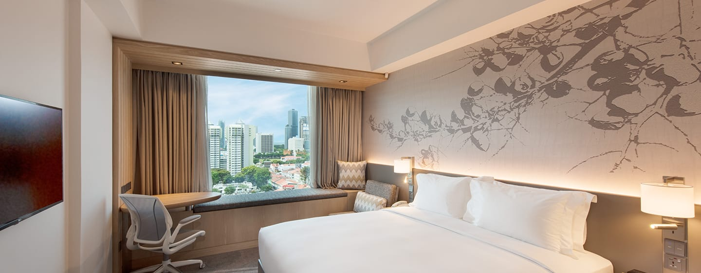 Hilton Garden Inn Singapore Serangoon Hotel, Singapur– Deluxe Zimmer mit Kingsize-Bett und Stadtblick