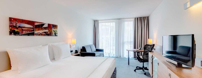 Hilton Garden Inn Stuttgart NeckarPark Hotel, Deutschland– Superior Zimmer mit Sofa