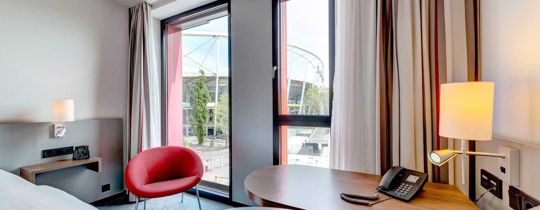 Hilton Garden Inn Stuttgart NeckarPark Hotel, Deutschland– Zimmer mit 2 Einzelbetten - Arbeitsbereich