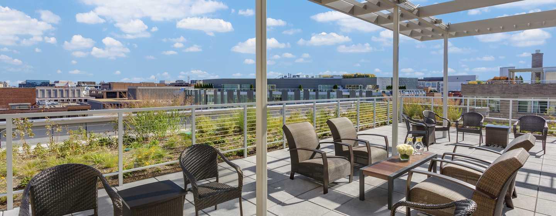 Hilton Garden Inn Washington DC/Georgetown hotel - Sitzbereich auf der Dachterrasse