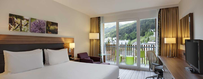 Hilton Garden Inn Davos Hotel, Schweiz – Zimmer mit Kingsize-Bett