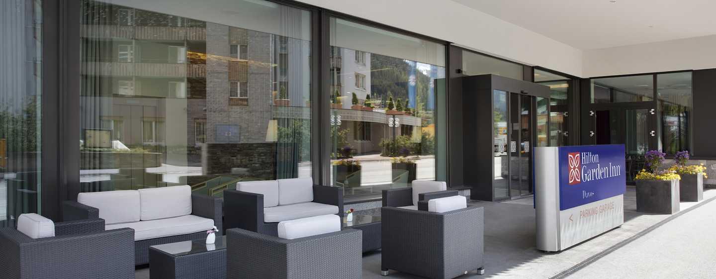 Hilton Garden Inn Davos Hotel, Davos, Schweiz– Hoteleingang