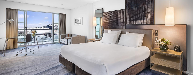 Hilton Auckland Hotel, Neuseeland– Deluxe Zimmer mit Kingsize-Bett und Hafenblick