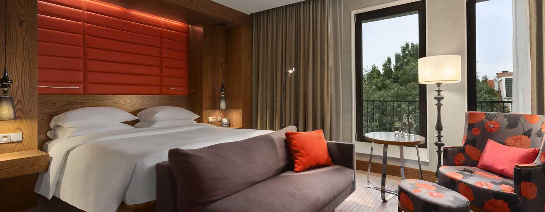Hilton The Hague, Niederlande– Deluxe Zimmer mit Kingsize-Bett
