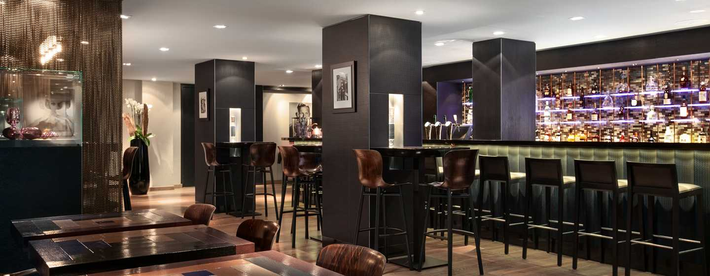 Hilton The Hague, Niederlande – Barbereich der Bar Spark
