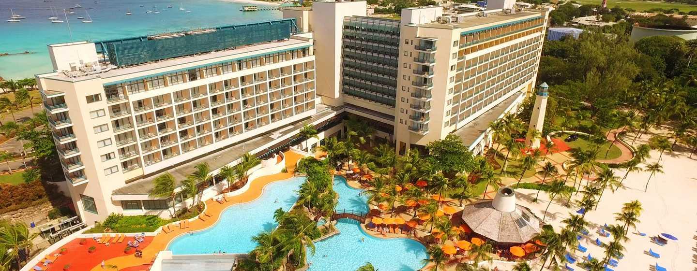 Hilton Barbados Resort, Barbados – Blick auf Swimmingpool und Hotel aus der Luft
