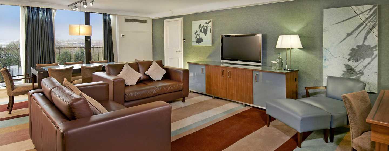Hilton Birmingham Metropole, Großbritannien - Hilton Suite mit King-Size-Bett – Wohnbereich